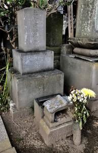 千葉周作、定吉の実父であった千葉忠左衛門(後に浦山寿貞に改名)の墓